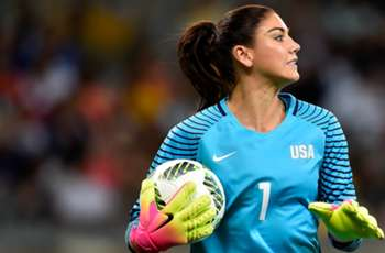 Hope Solo has shoulder replacement surgery