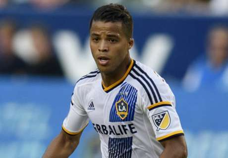 Galaxy win, but Dos Santos struggles