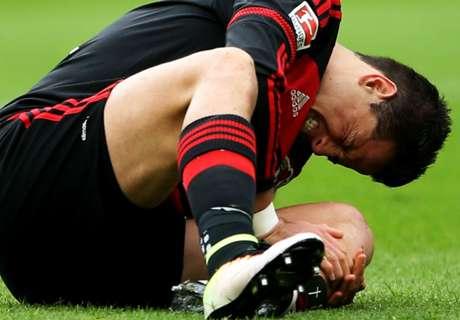 Chicharito injured in Leverkusen win