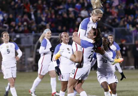 Long shines in USWNT rout