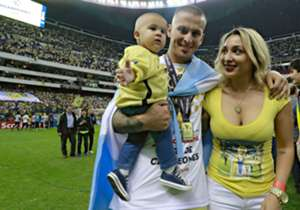 Dario Bendetto celebrated the victory with his family.