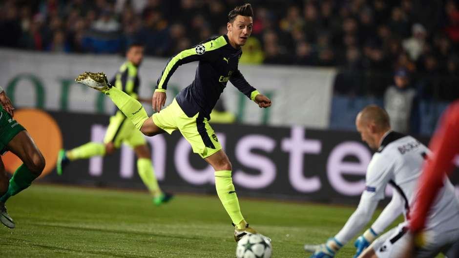 Mesut Ozil Arsenal Ludogorets UEFA Champions League 01112016