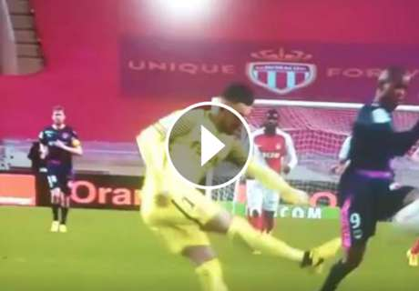 ► Horrible regalo de Subasic para Rolan