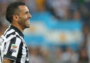 Juventus venció 3-1 a Napoli y celebró las conquistas del Scudetto y de la Copa Italia en Turín ante su gente.
