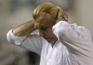 Mostaza Merlo fue el primer DT en abandonar su cargo. Se fue de Colón tras un cortocircuito con sus propios jugadores.