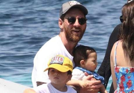 Messi Warnai Rambut Jadi Pirang
