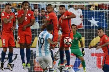 El fútbol paraguayo podría ser el destino de dos históricos de La Roja