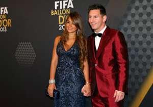 Otra vez en la entrega del Balón de Oro 2013, Messi se presentó con un traje rojo que llamó bastante la atención. Sin embargo, la suerte no estuvo con él aquella vez.