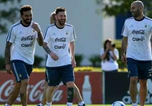 Mascherano, junto a Messi y Lavezzi.