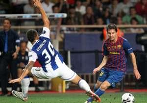 Barcelona 2-0 Porto | Supercopa de Europa 2011 | Diez días después de ganarle al Madrid, Leo convertiría otro gol para levantar la Supercopa.
