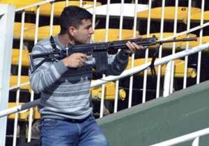 El próximo 11 de octubre la Selección argentina enfrentará a Paraguay en el estadio Mario Alberto Kempes de Córdoba. Este lunes, se realizó un simulacro de atentado terrorista en las instalaciones. A continuación, las fotos del hecho.