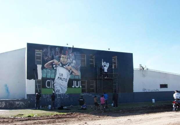 En villa palito le dedicaron un mural a tevez for El mural pelicula argentina