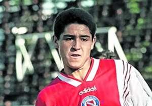 Riquelme vistió la roja y blanca, pero de Argentinos.