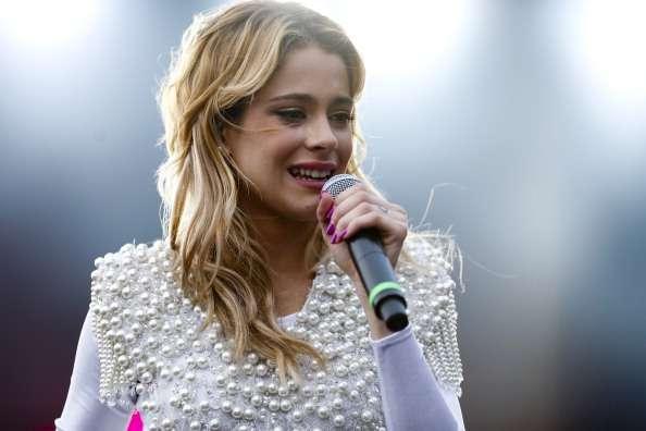 La joven de 17 años cantará en la previa del partido