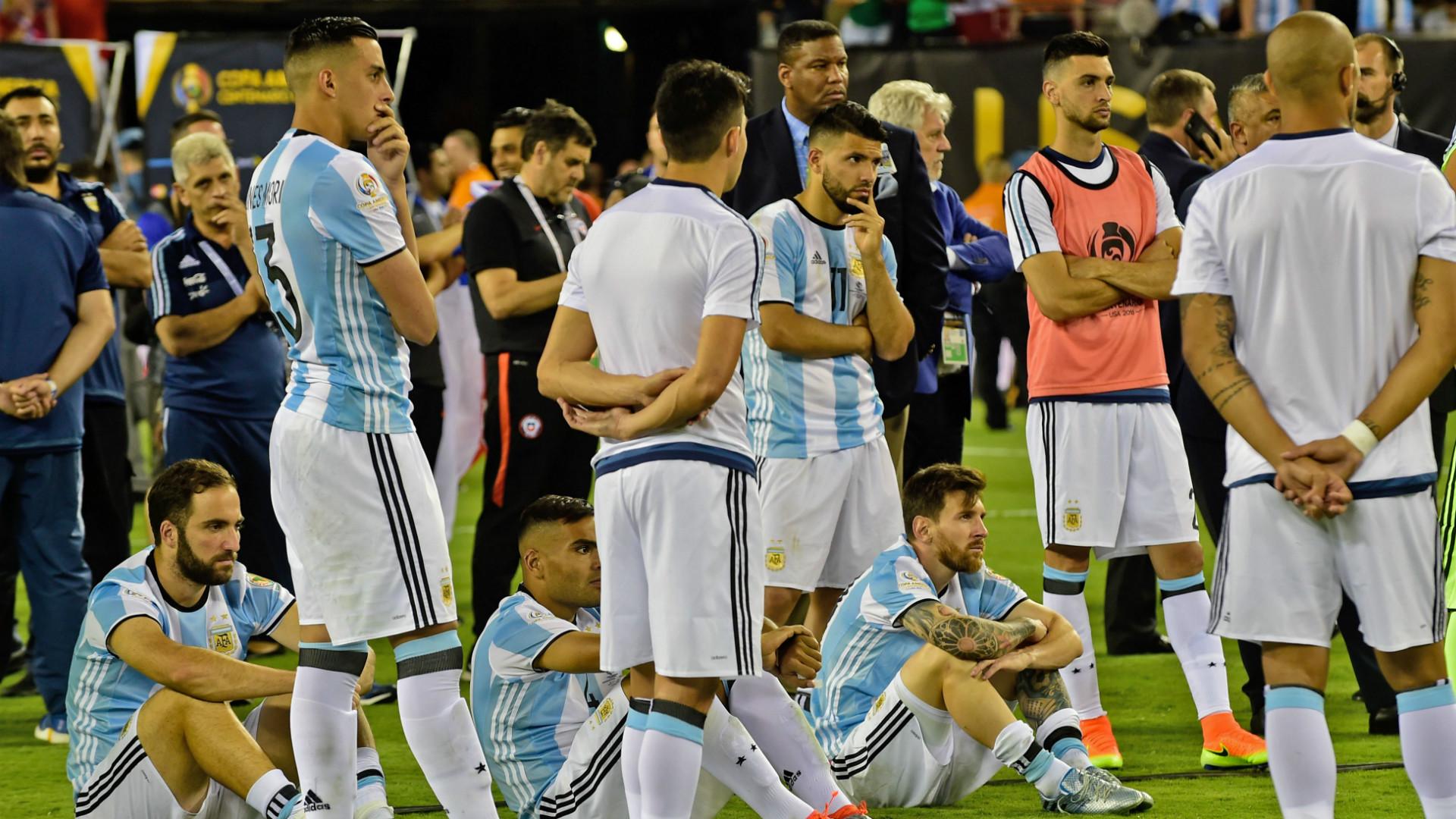 Edgardo Bauza paró el equipo para enfrentar este jueves a Uruguay