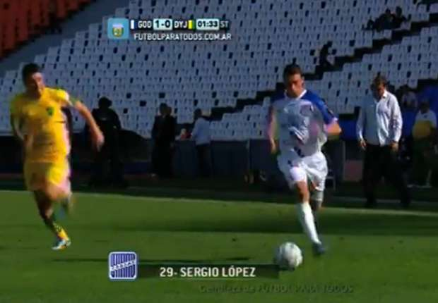 Daniel González hizo una jugada bárbara para el 1-0 del Tomba.