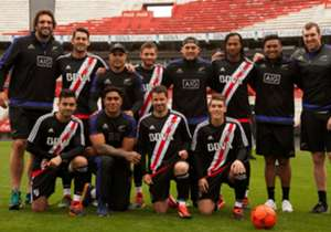 Famosa seleção de rugby da Nova Zelândia está em turnê pela Argentina, e a Adidas aproveitou para promover um desafio entre os rugbiers e os jogadores do River Plate. Veja as imagens!