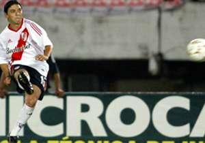 4. MARCELO DANIEL GALLARDO | 1993-1999; 2003-2006; 2009-2010 | El Muñeco consiguió cinco títulos en su primera etapa en el club que lo vio nacer como jugador y, en su primer regreso, también ganó el Clausura 2004. Ya como técnico, agigantó su idilio co...