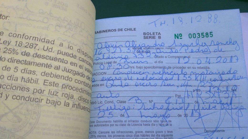 Alexis Sánchez es multado por conducir a exceso de velocidad