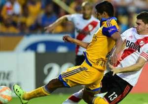 Hugo Ayala: El central tuvo buenos minutos en el terreno de juego hasta antes de su lesión, en donde tuvo que ser sustituido por la 'Palmera' Rivas.