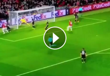 ► El extraño gol de Zlatan