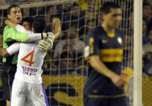 Derrota y eliminación. Contra Defensor, en 2009, Boca perdió 1-0 y quedó fuera de la Copa Libertadores