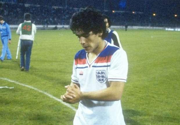 http://images.performgroup.com/di/library/Goal_Argentina/75/3c/diego-maradona-england-1980_qtaf38pq9cod1piez3j4lmfyq.jpg?t=230630992&w=620&h=430