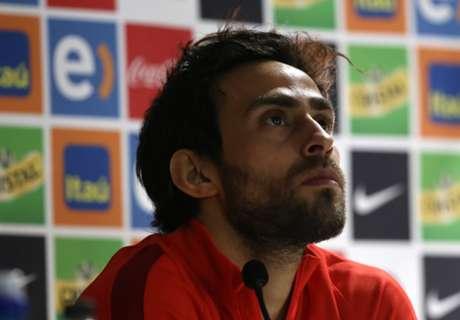 ¿Puede jugar Valdivia como delantero?