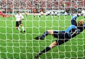 Las últimas dos Finales de Champions League disputadas en el estadio San Siro de Milán fueron a tiempo suplementario: en 1970, Feyenoord venció 2-1 a Celtic tras el 1-1 en el tiempo regular y en 2001 Bayern Múnich debió recurrir a los penales para derr...