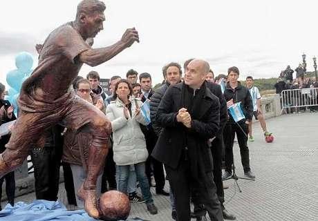 Buenos Aires unveils Messi statue