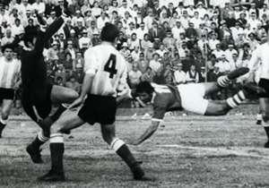 Eliminatorias México 1970 | Bolivia 3-1 Argentina | En La Paz se inició el camino rumbo al fracaso de la Selección argentina, que se quedaría afuera del Mundial. Juan Díaz, Ramiro Blacutt y Raúl Álvarez marcaron los goles locales, mientras que Aníbal T...