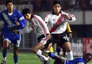 En 2001, River Plate cayó en Ecuador ante Emelec por 2-0, pero en El Monumental lo pasó por arriba: 5-0 en octavos de final.