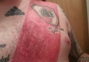 Este hincha decidió que no necesitaba más comprar la camiseta del Millonario y se tatuó una...