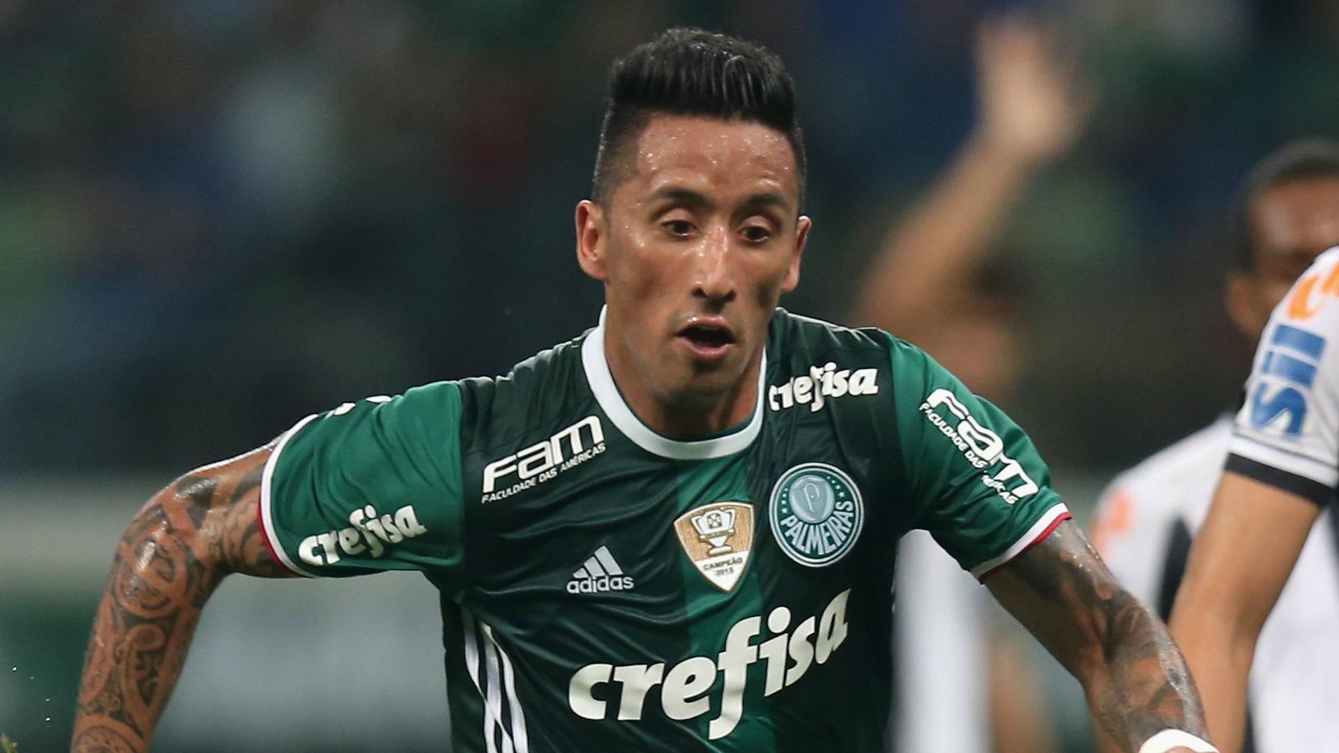 Gremio, rival de Deportes Iquique, anunció el fichaje de Lucas Barrios