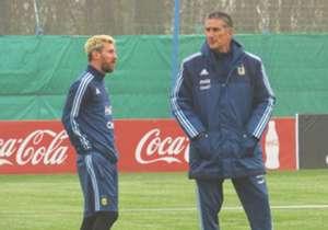 Sin Lionel Messi ni Augusto Fernández, lesionados, y con Lucas Biglia entre algodones, el Patón Bauza deberá elegir nuevos convocados. Acá, los del fútbol local con posibilidades.