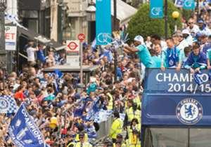 Tras obtener la Premier League, su cuarta desde que el torneo lleva ese nombre, el plantel y cuerpo técnico de Chelsea salió a festejar con sus hinchas por las calles de Londres.