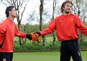 Cristiano Ronaldo y Piqué compartieron plantel en Manchester United de 2004 a 2008, cuando el español emigró el 25 de mayo de aquel año a Barcelona.