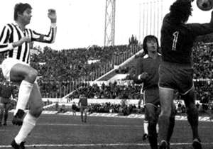 Copa Intercontinental 1973 | Juventus - Independiente | Luego de la final de 1969 entre Milan y Estudiantes, los equipos europeos fueron reticentes a venir a jugar a Sudamérica. Juventus fue uno de los equipos que se negó a viajar y pidió que la final ...