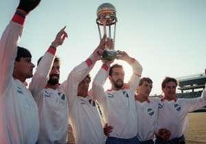 Nacional (URUGUAI) - 9 títulos - Mundial: 3 (1971, 1980, 1988) - Copa Libertadores: 3 (1971, 1980, 1988) - Recopa Sul-americana: 1 (1989) - Copa Interamericana: 2 (1971, 1988)