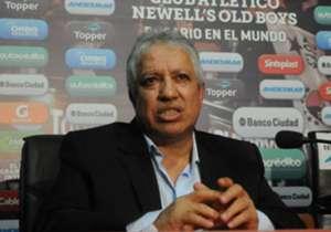 El Tolo Gallego, que ya fue campeón con Newell's, no encuentra la fórmula del éxito en su nuevo ciclo y el buen presente de Rosario Central parece agravar su situación. ¿Podrá revertirlo?