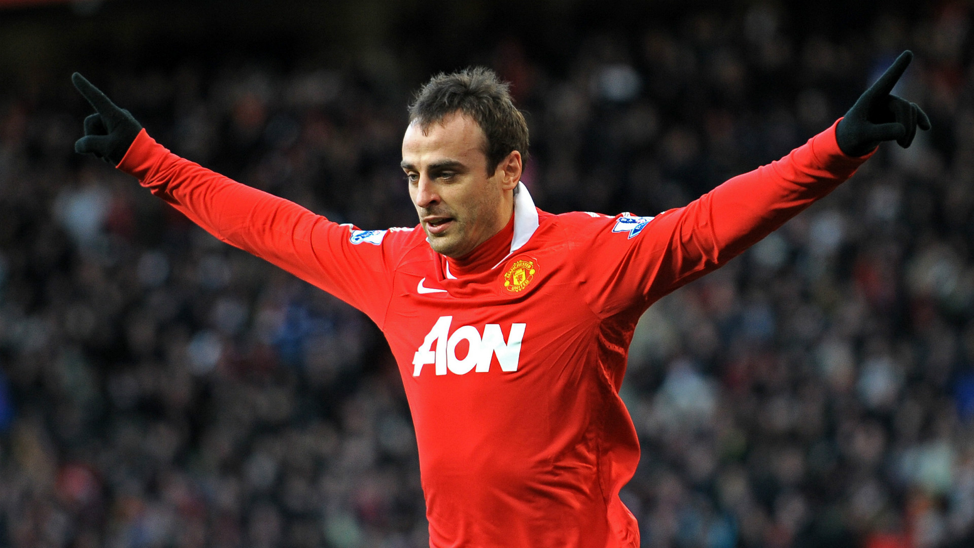 Former Manchester United and Bulgaria legend Berbatov confirms retirement