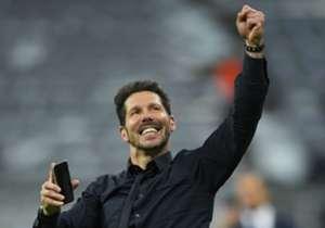 Dopo aver eliminato il Bayern Monaco col suo Atletico Madrid, Diego Simeone ha compiuto un giro di campo mentre faceva una videochiamata... ecco con chi stava parlando!