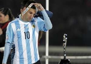Lionel Messi tem várias conquistas em sua carreira, mas algumas vezes o craque também fracassa, como aconteceu na Copa América 2015. Confira alguns momentos de decepção do camisa 10 do Barcelona e da Argentina!