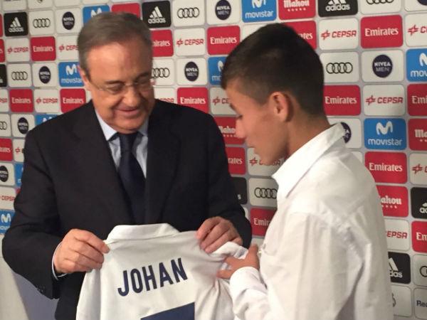 James le regaló camiseta del Real Madrid al