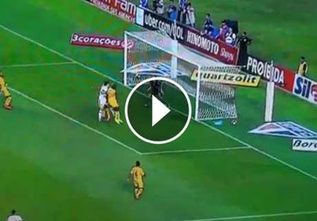 En 9 minutos, debut y gol de Pratto