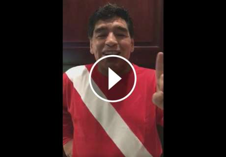 ► Diego le cantó a los hinchas del Bicho