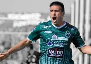 16-Héctor Cuevas. El delantero de Sarmiento tiene una efectividad goleadora de 20%. De sus remates, el 50% van al arco. Goles Totales: 4. Tiros totales: 20. Partidos Jugados: 16.