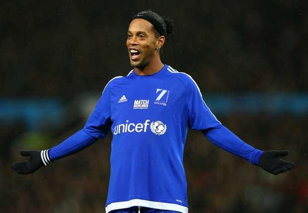 Ronaldinho to decide future after celebrating Rio carnival