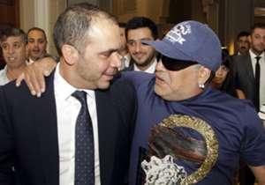 El 10 con Ali Ben Al Hussein, candidato a ser presidente del máximo organismo del fútbol.