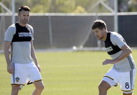 Gerrard & Keane take on army of kids!